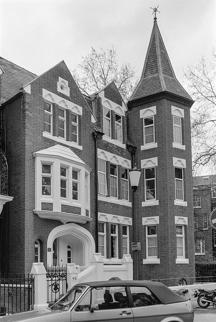 Roland Gardens,  South Kensington, Kensington & Chelsea, 1988 88-4p-65-positive_2400