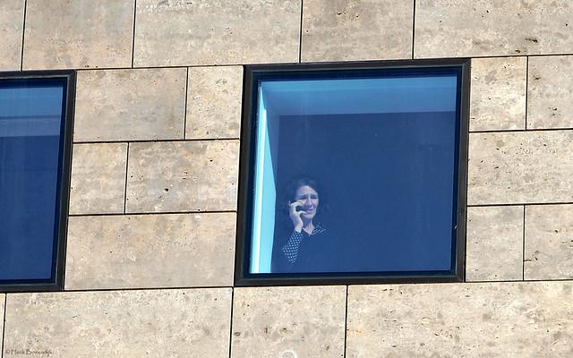 Groningen: Forum, stranger in a window