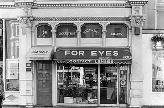 Four Eyes, Opticians, Shop, Sloane Square, Kensington & Chelsea, 1988 88-4m-16-positive_2400