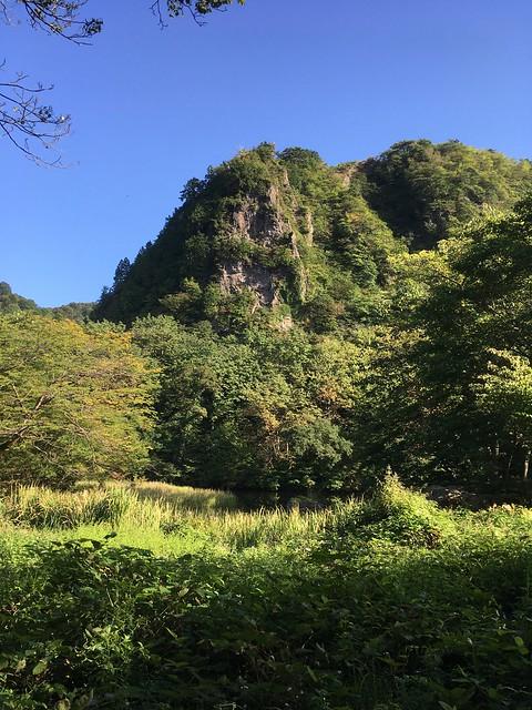 秋晴れの医王山