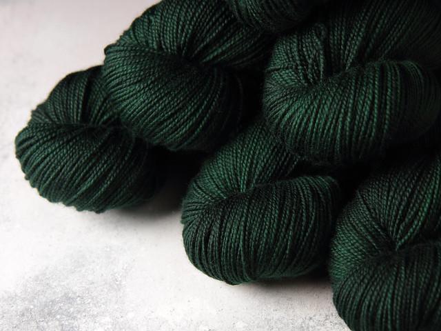 Favourite Sock – hand-dyed superwash merino wool yarn 4 ply/fingering 100g – 'Monstera'