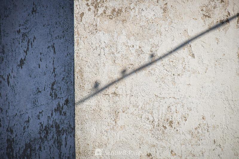 Sombra en una pared de Cal Ton Fassina