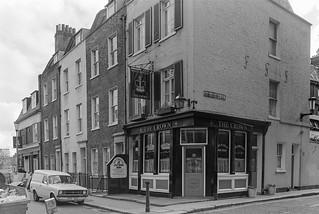 The Crown, pub, Dovehouse St, Chelsea, Kensington & Chelsea, 1988 88-4r-63-positive_2400