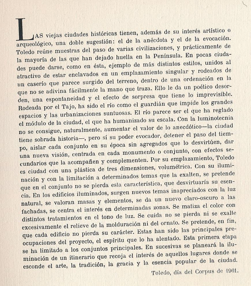 Introducción del álbum dedicado a Toledo iluminado, con fotos nocturnas tomadas en 1961 por Juan Miguel Pando Barrero. Colección Personal de Eduardo Sánchez Butragueño.