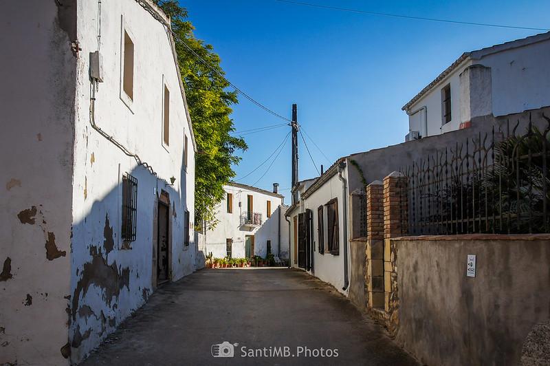 Calle de Cal Colomer frente a Sant Pau de Grabuac