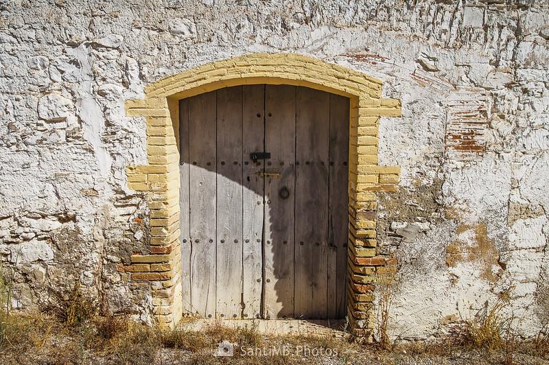 Puerta en una casa de Les Guixeres de Vilobí