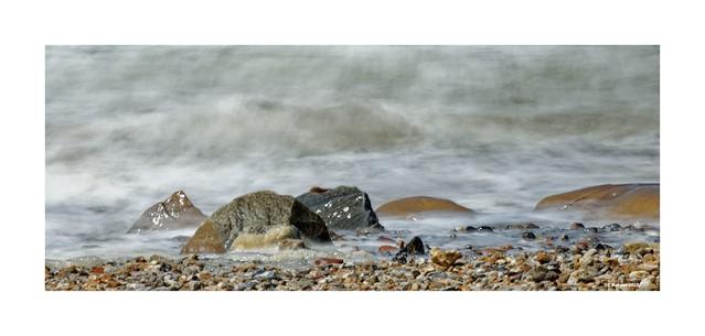 Steine + Meer = Strand