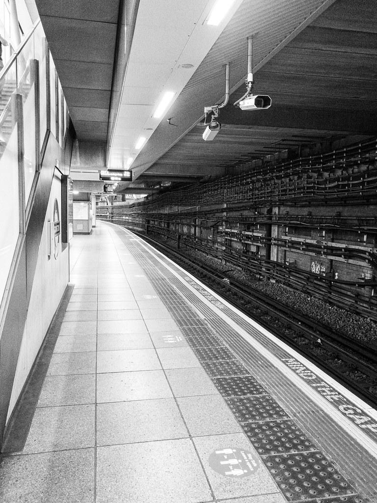 Paddington. Hammersmith & City Line. 0845 on a Friday morning rush hour. Covid.