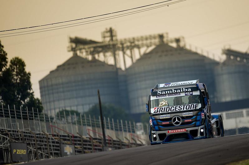 02/10/20 - Sexta-feira de treinos livres da Copa Truck em Cascavel - Fotos: Duda Bairros