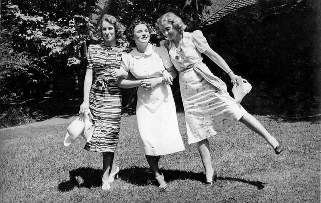 Group of female friends, Shanghai, ca. 1937