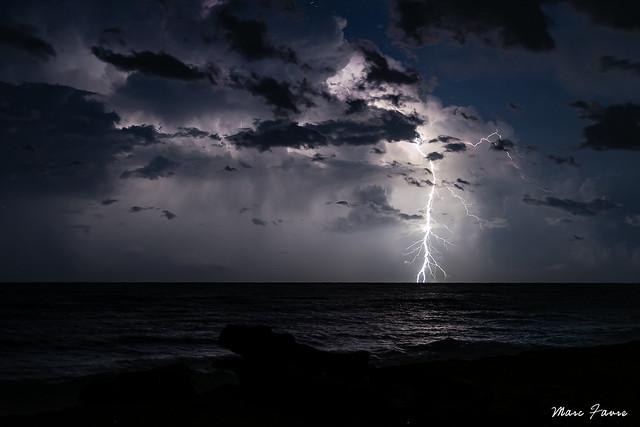 Cellules orageuses isolées en mer Tyrrhénienne.