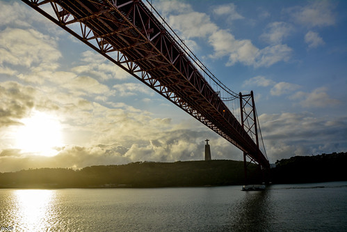 cruises lisboa lisbon lissabon pt ponte25deabril santuariodechristorei sonnenaufgang tajo bridge portugal sunrise regiãodelisboa nikon d7100