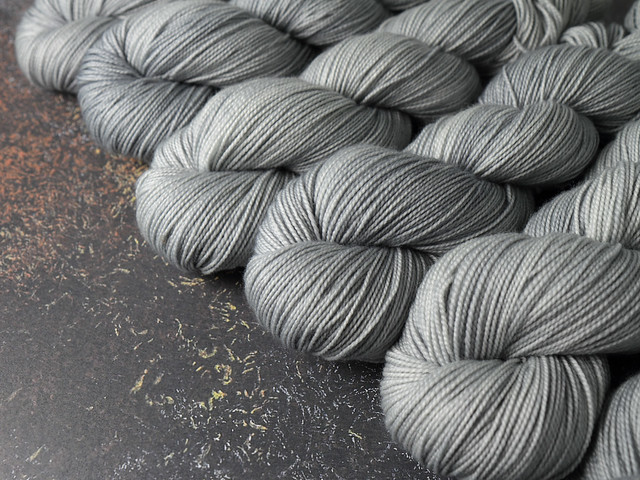 Favourite Sock – pure Merino 4 ply/fingering weight wool superwash hand dyed yarn 100g – Silver (pale grey)
