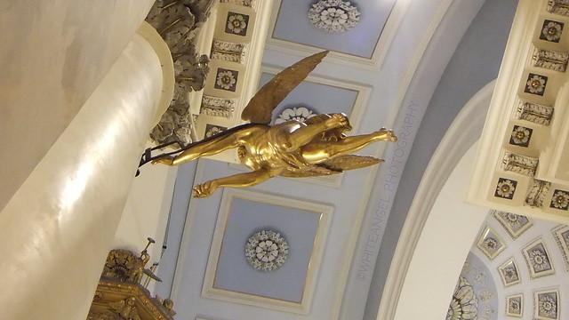 Golden flying Angel on Day of Guardian Angels. Rif. DSCF8080