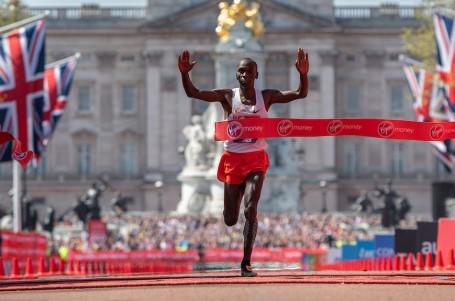 Maratonský duel historie se odkládá, Bekele v Londýně nepoběží