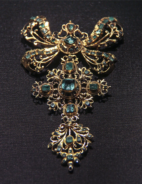 Slide and pendant, Spain, probably Cordoba, about 1750, Emeralds set in gold