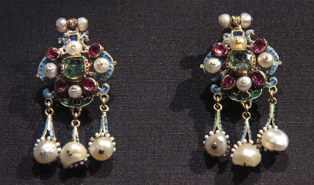Pair of earrings, Hungary, about 1700, emeralds, garnets and pearls set in gilded silver with enamel decoration