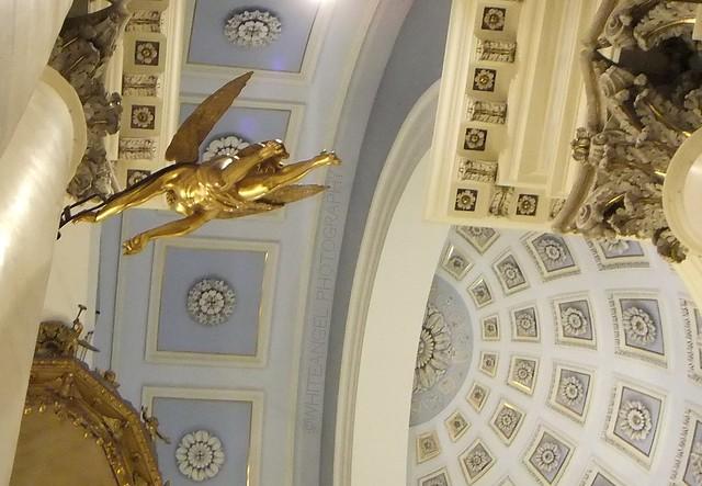 Golden flying Angel on Day of Guardian Angels. Rif. DSCF8078