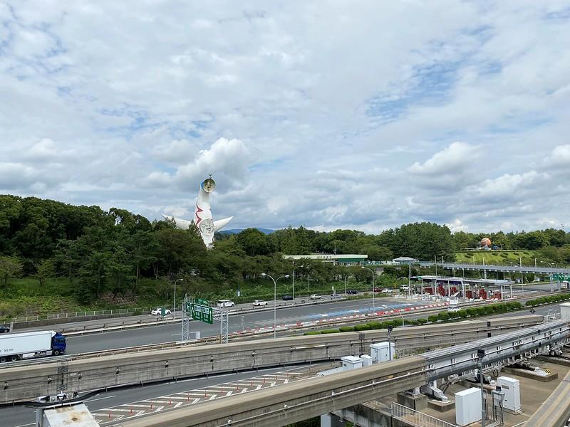 万博記念公園駅から公園へ_02