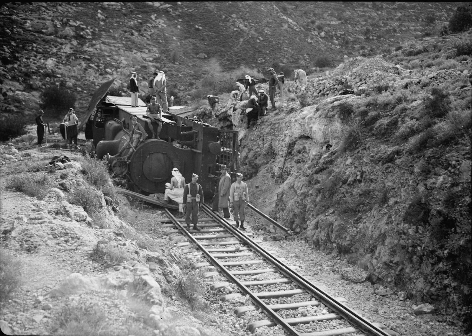 05. Разбитый локомотив крупным планом