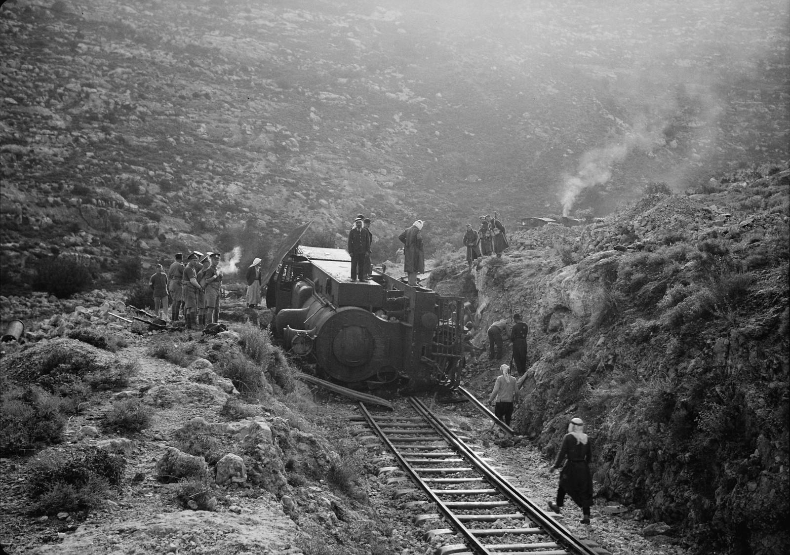 07. Разбитый локомотив крупным планом