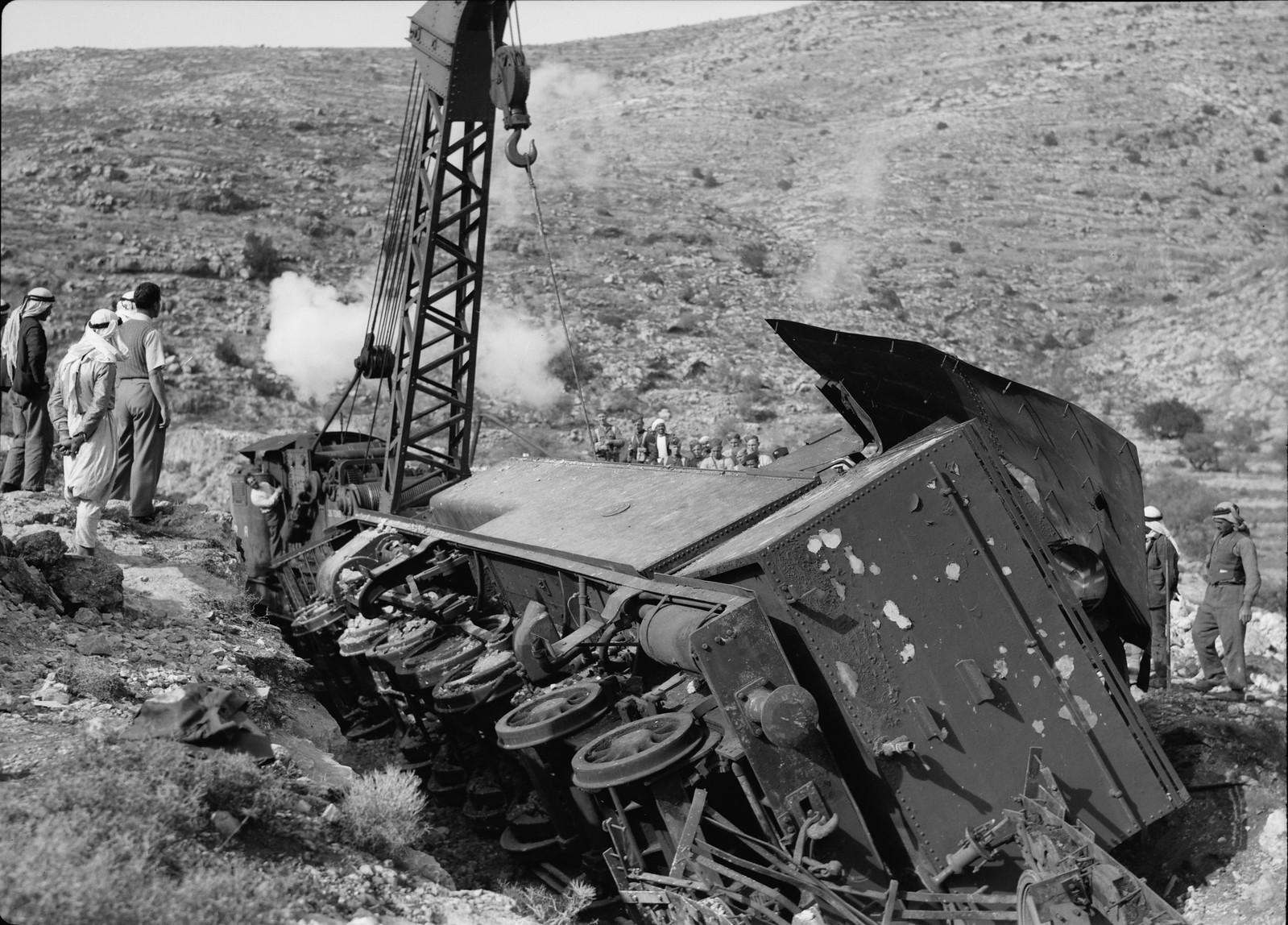 02. Разбитый локомотив крупным планом