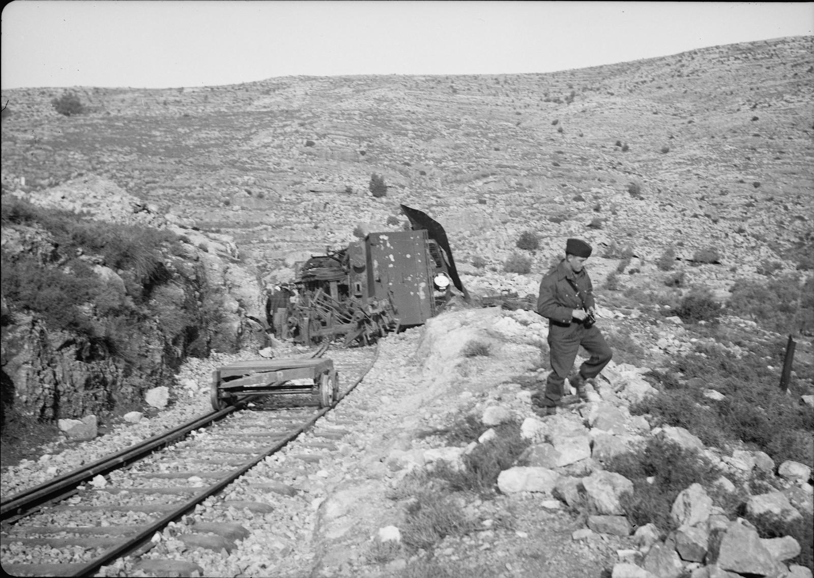 06. Разбитый локомотив крупным планом