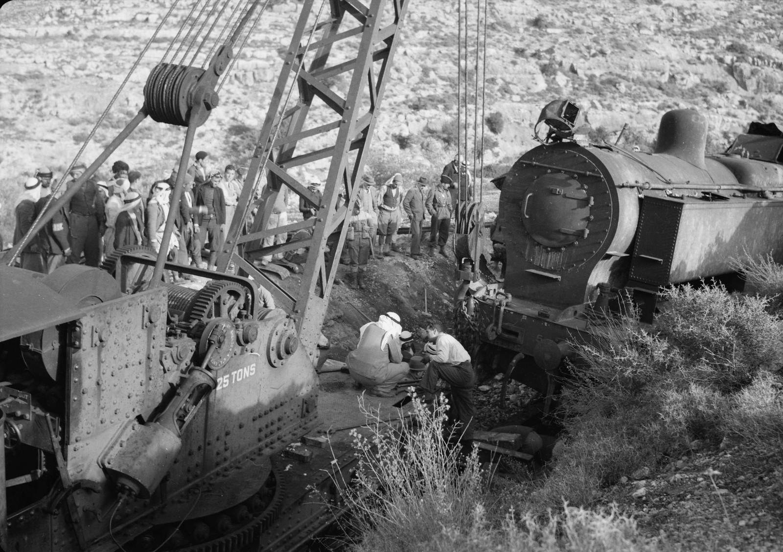 04. Разбитый локомотив крупным планом