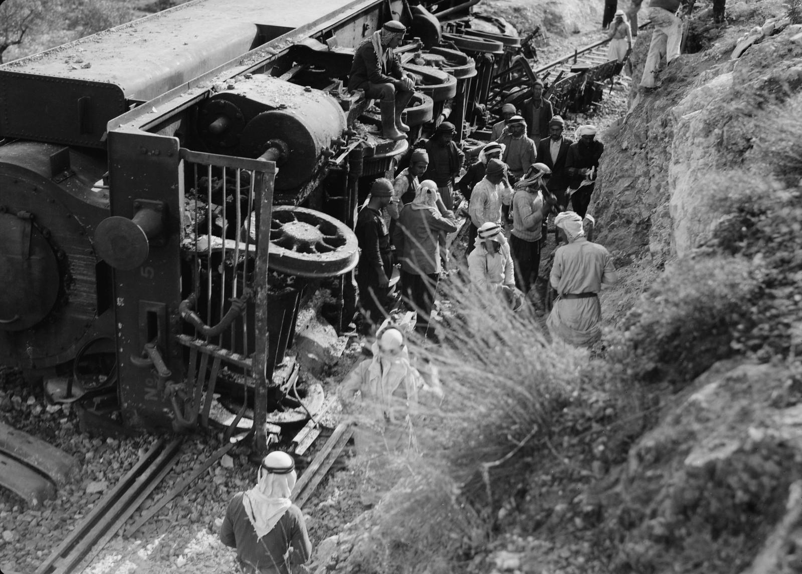 03. Разбитый локомотив крупным планом