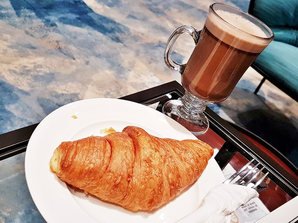 Changi Lounge 15 - Snacks & Beverages