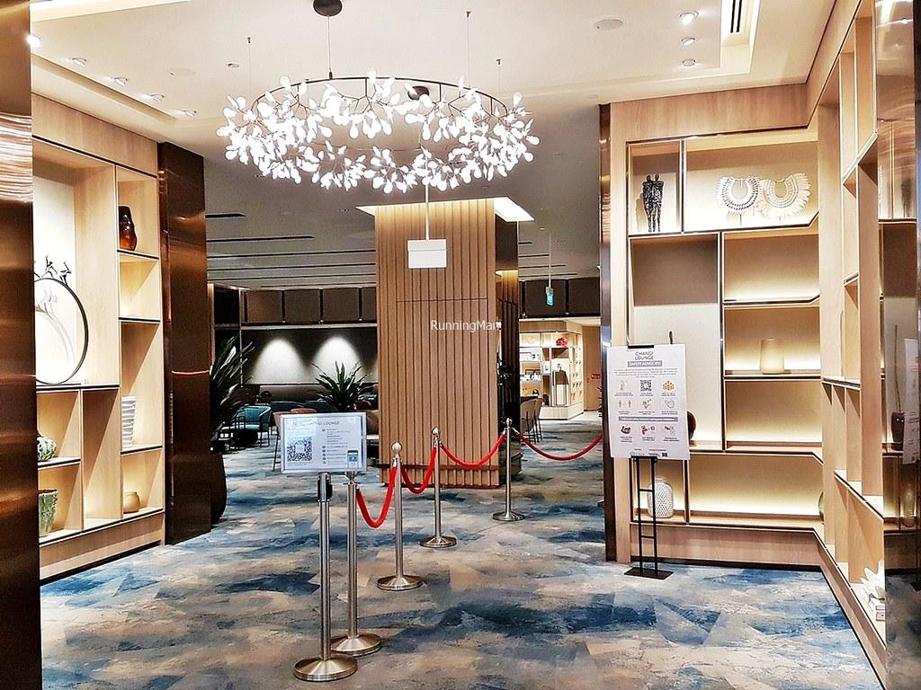 Changi Lounge 03 - Entrance