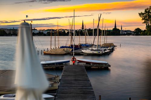 hamburg alster aussenalster sonnenaufgang sunrise wasser steg bootssteg segelboot boot