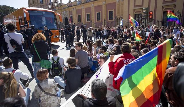 Protesta sevilla bus hazte oir