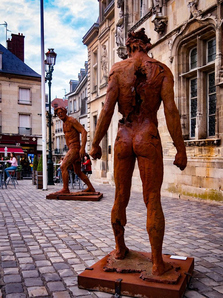 David et Goliath à Compiègne... 50415667588_db4aab8b0c_b