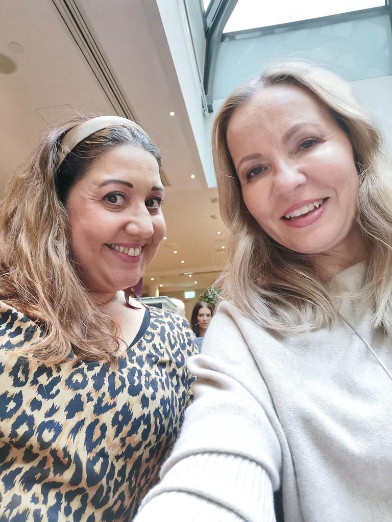 Mia Malmi ja minä korealaisen COSRX -kosmetiikkasarjan lanseeraustilaisuudessa
