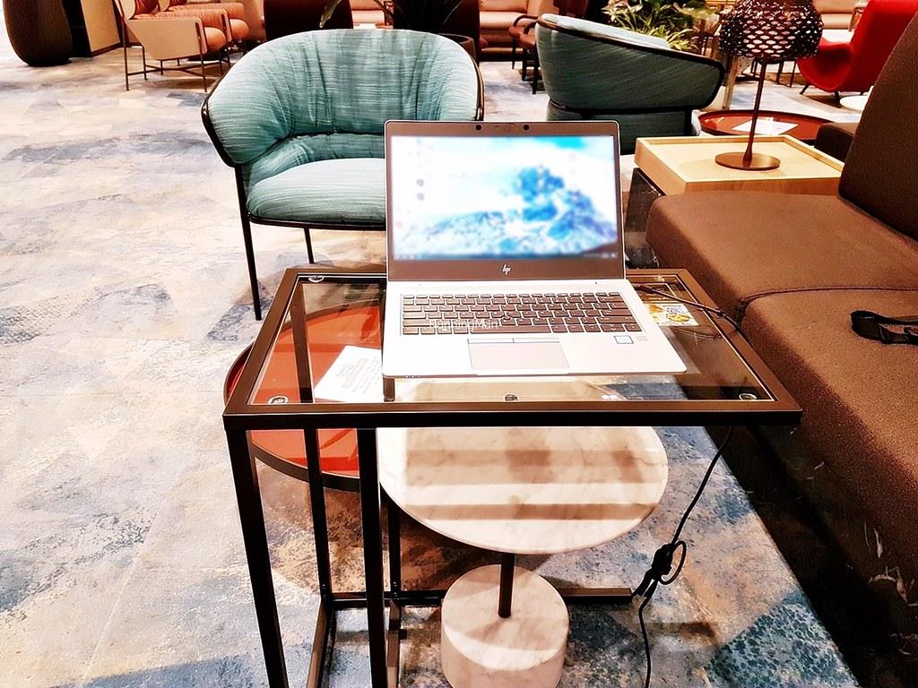 Changi Lounge 10 - Working Desk