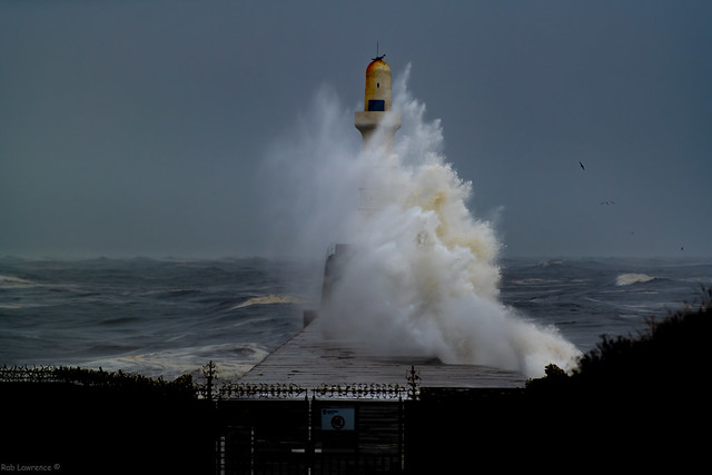 Decent Swells at the South Breakwater Aberdeen early this Morning 04/10/2020.