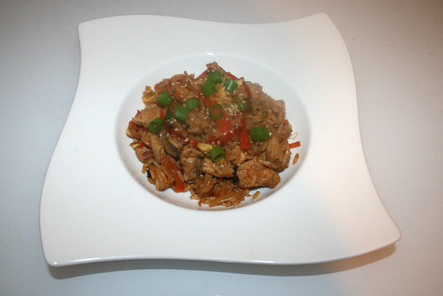 50 - Asian fried rice with chicken - Served / Asiatischer Bratreis mit Huhn - Serviert