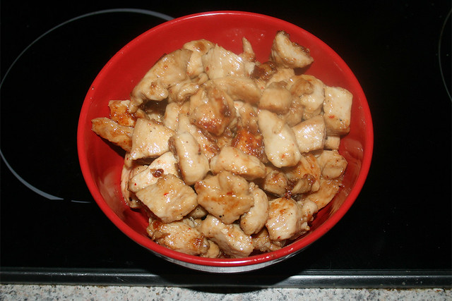 24 - Put fried chicken aside / Angebratenes Hähnchen bei Seite stellen