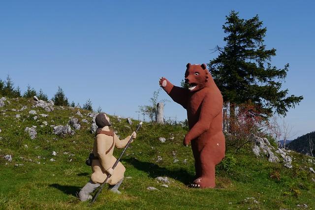 Gelände, Mensch & Bär   /   Human & bear