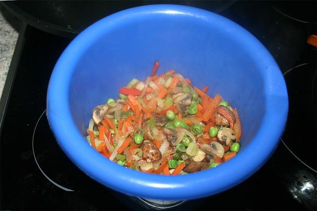 37 - Remove vegetables & put aside / Gemüse entnehmen & bei Seite stellen