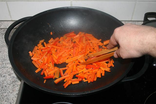 29 - Braise bell pepper / Paprika mit anbraten