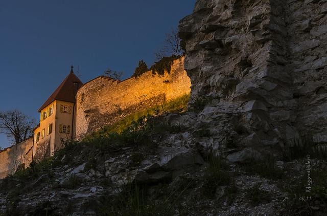 Die Burg zu Burglengenfeld im Lichte der Scheinwerfer