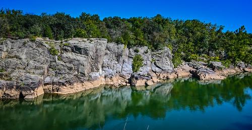 greatfalls va usa gorge cliffs along potomac river great falls national park parc us america virginia water boulder boulders rock rocks cliff stone stones canyon riverbed landscape paysage vista