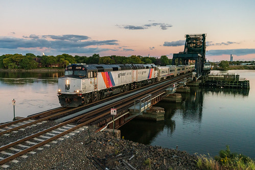 sunset evening twilight hackensackriver hx hxdrawbridge drawbridge train railroad passenger passengertrain commuter commutertrain bergencounty bergencountyline hudsoncounty secaucus rutherford clouds meadowlands meadows westbound northjersey f40 f40ph2cat f40ph njtr4119 njtr4120 1171 hobokendivision bridge nj njt njtr njtransit newjerseytransit twins locomotive