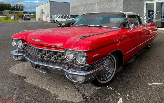#Red Old car - 8928