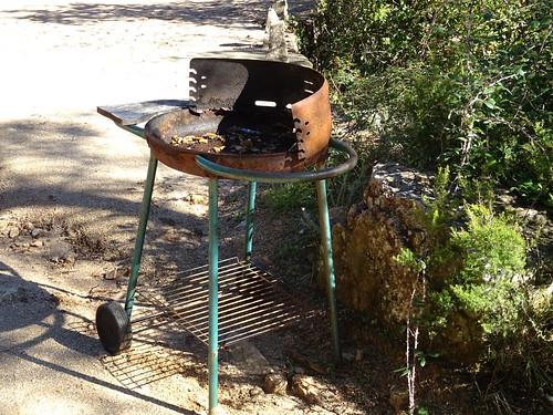 Un barbecue trouvé en rive droite du Cavu (les touristes ?)
