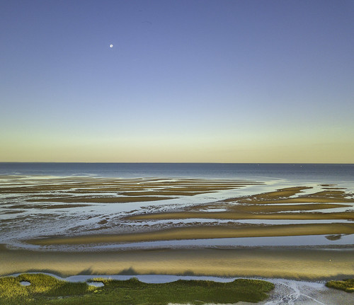 capecod sunrise moonset lowtide firstencounterbeachdrone eastham massachusetts unitedstates