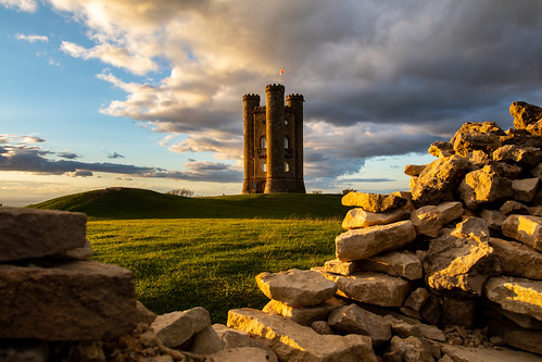 broadwaytower broadway worcestershire cotswolds countryside folly architecture castle uk greatbritain canon canoneos canon80d canonuk cloud wall landscape goldenhour