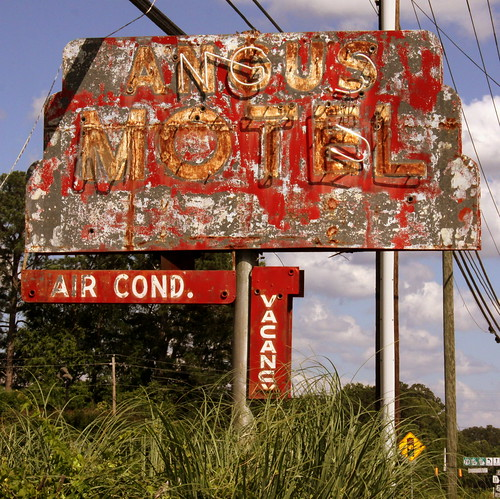 Angus Motel neon sign - Washington, GA